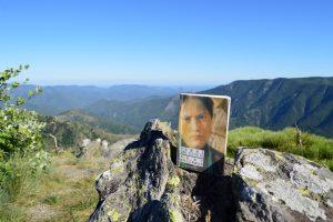 Mont Aigoual, arboretum de l'Hort de Dieu - Tony Hillerman, Femme qui écoute