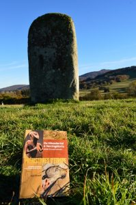 Monts de Lacaune, Trou de l'Avent, menhir - Préhistoires d'Europe de Anne Lehöerff