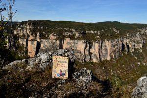 Causse Noir, rocher du Champignon préhistorique - Serge Brussolo, La fille de l'Archer