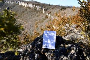 Causse du Larzac, falaises du Lauradou - Éric Chevillard, Le désordre azerty