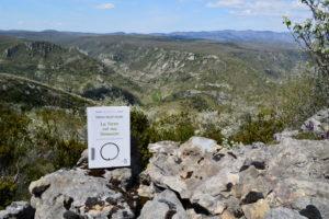 Causse du Larzac, roc du Mérigou - Thich Nhat Hahn, La terre est ma demeure