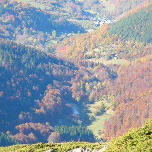 Bareilles - Vue du mont Né, à l'ouest ; la très jolie vallée de Bareilles située à 1 250 m d'altitude