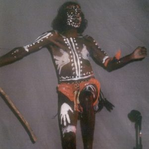 Djunawong Stanley Mirindo - De l'ensemble Bugarrigarra, le Rêve Aborigène d'Australie, voir : http://www.babelio.com/livres/Collectif-Gwion-Gwion/812247
