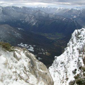 Mail de la Toue, vue sur la vallée de St-Béat (Cabane de l'Escalette) Le Mourtis