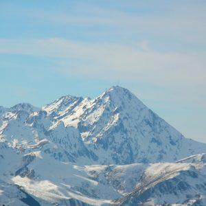 Pic du Midi de Bigorre (alt. 2872 m), vu du Mont Né (2147m.) Haut-Luchonnais