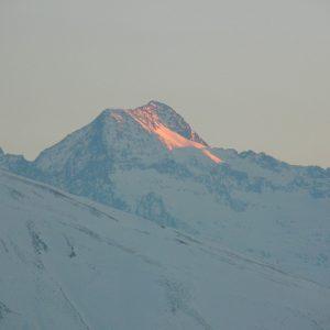 derniers rayons du soir sur le Pic de Hourgade (2964m.)