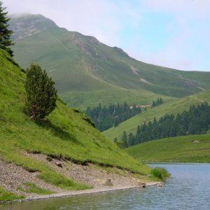 de la rive ouest du Lac de Bareilles, vu sur le mont Né