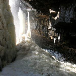 Basalte et eau gelée (Nasbinals)