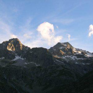 Crépuscule... Derniers rayons de soleil sur l'Estom Soubiran, les pics de Labas et de La Sede...