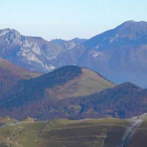 Pics du Gar et Cagire - Ici en arrière plan du sommet de l'Oudérou, le pic de Cagire (1 912 m)