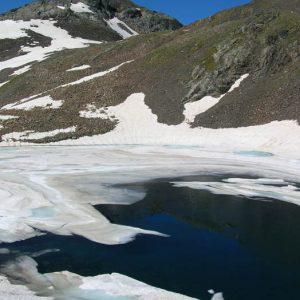 Lac du Col, Pouey Mourou... Le petit lac du Col, le col des Gentianes (ou brèche d'Estom Soubiran), au pied du Pouey Mourou (2 848 m)
