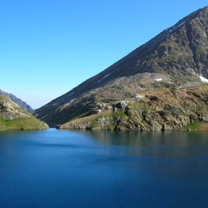 Le Lac Couy - Vu vers le déversoir au nord..., et le pic de Pébigneau