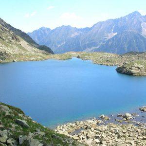 Le Lac nord d'Estibe Aute, 2 324 m - À l'horizon le pic d'Ardiden 2 988 m