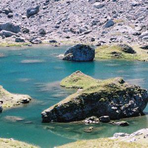 Lac de Barroude - Bord du lac côté nord du port de Barroude...