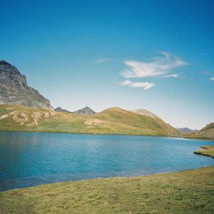 Lac de Barroude - Le lac à son point sud-est... eaux limpides... et fraîches à souhait...