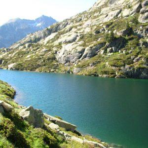 Lac de l'Embarrat - Le côté est du lac inférieur, vers le déversoir