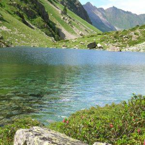 Lac de Langle - Petit lac merveilleux aux eaux délicieuses, en amont du lac d'Estaing