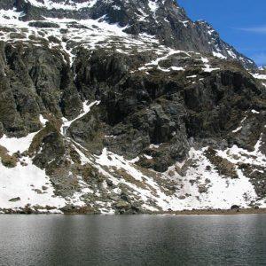 Lac de Saussat - Ici, au pied de la Vierge de Saussat, à 2 190 m, l'eau de ce lac est fraîche à souhait !