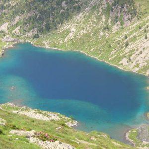 Le Lac d'Estom - Le refuge d'Estom est en haut à gauche sur la photo, ici prise de retour le soir sur le sentier du vallon de Labas...