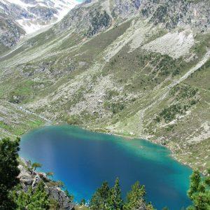 Le lac d'Estom - Vu du sentier qui mène au petit lac de Hount Hérède