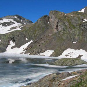 Lac Glacé et col des Gentianes - Situés respectivement pour l'un, à 2 565 m d'altitude et l'autre à 2 729 m