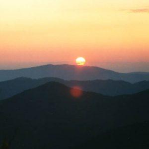Lever sur le mont du Bougès - L'aube vue au nord-est de Bonperrier, étape sur la draille, en Cévennes de l'Aigoual