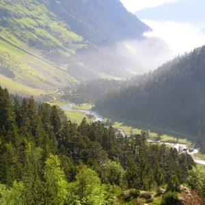 Marcadau, la vallée... Vue depuis le sentier qui monte aux lacs de L'Embarrat