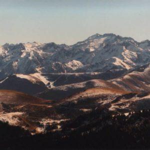 Pic de Maupas 3 109 m - Au sud le pic de Maupas, (devant, Superbagnères)