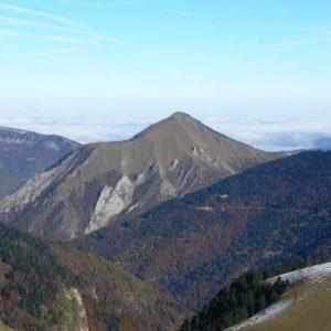 Pic de Mont Las - Vue sur le nord en montant au mont Né, le pic de Mont Las situé à 1 729 m d'alt.