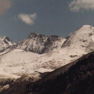 Pics Bidau, Rase, Calabasse - De proche en loin... Le pic de Pale Bidau, 1 974 m d'altitude, pic de Pale Rase 2 148 m, pic de la Calabasse 2 210 m