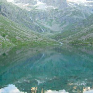 Crépuscule sur le lac - L'Estom Soubiran et le Labas dans le miroir des eaux claires