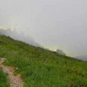 Dans les nuages...   (2000 m.) vers les étangs de la Frêche