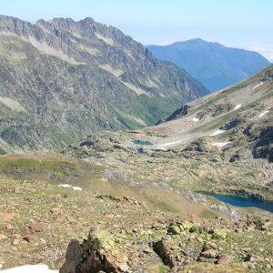 Pic de l'Estibet d'Estom, 2 620 m - Vue du lac du Col, vers la vallée du lac d'Estom