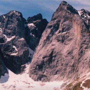Le Vignemale - À 3 298 m d'altitude, ce bloc de roche dressé vers le ciel, est une force magnétique qui imprègne de sa puissance
