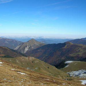 Pic de Pouy Usclat, 1 755 m - En montant sur le flanc est du mont Né, la vue vers le nord en direction de Saint-Bertrand-de-Comminges... sous les nuages...