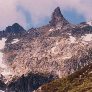 Brèche de Hourat - Se situe au-dessus du lac d'Ilhéou (sud-ouest), à 2 579 m d'altitude