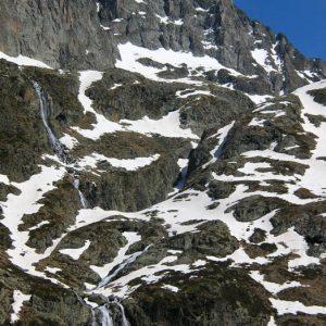 Cascades... À 1 966 m sur le flanc ouest de la Vierge de Saussat