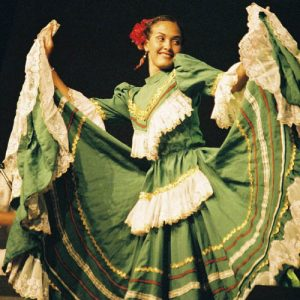 Carolina... ! Danseuse hors classe... de l'ensemble colombien... Lumbalu...