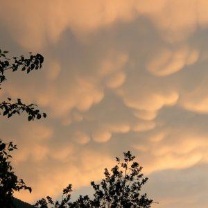 À Montjaux (Aveyron), un soir ... (nuage mammatus)