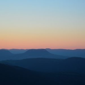 L'aube vue de Montjaux (Aveyron)