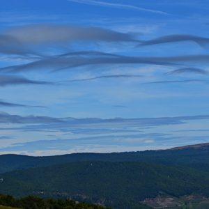 nuages de foehn - vue sur le Mt Aigoual des Pises