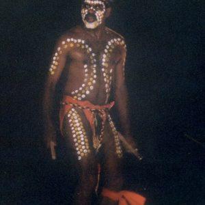 David Ngoombujurra Starr - Originaire de l'ethnie Yamatji-Wongai, excellent danseur et joueur de didjeridoo