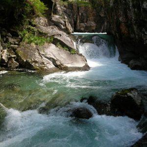 Cascade du Pas de l'Ours - Située à 1 300 m, en aval du pont du même nom...