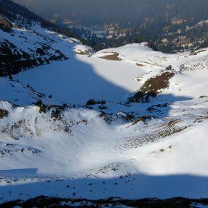 Le Lac de Bareilles gelé, vu du Pic du lion