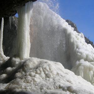 Colonnes d'eau gelée