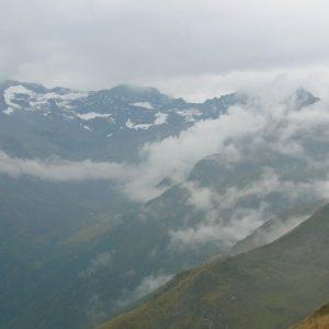 Chaîne ennuagée du Pic Lézat (alt. 3107m.) Pyrénnées du Haut-Luchonnais