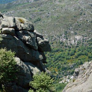 """Rochers de Trenze - Au-dessus de la """"Combe infernale"""", dans le massif du Lozère"""