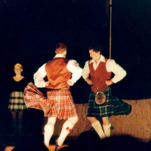 Tayside Folk Dance & Music - Ensemble de Dundee, figure de la danse des épées