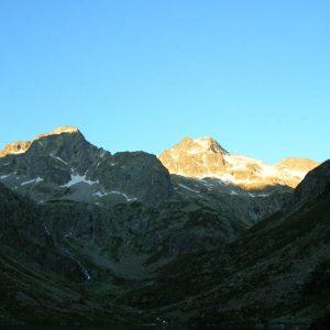 Lever... Premiers rayons de soleil sur l'Estom Soubiran et les pics de Labas et La Sede (2 977 m)