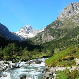 Vallée de Lutour - Vers Pouey-Caut, 1 552 m, à droite le Tuc de Mounges (2 554 m)